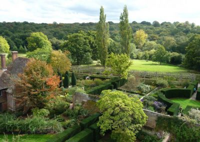 sissinghurst_castle_-_southeast_gardens-b12d0cdf7c07053e2312aedea7e676c1