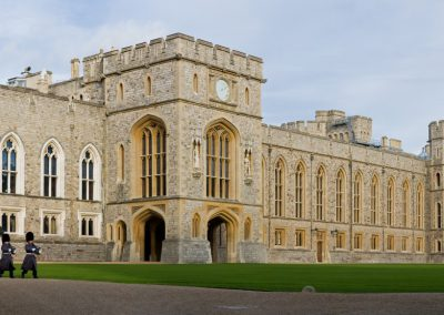 windsor_castle_upper_ward_quadrangle_2_-_nov_2006-841823c26dcaf430939b0073cf661d55